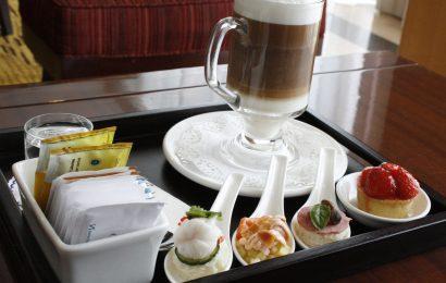 Manfaat minum kopi di sore hari di hotel berbintang