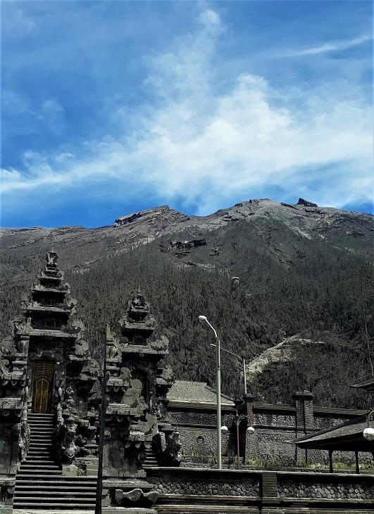 ingat waktu gunung berapi Gunung Agung meletus di Indonesia