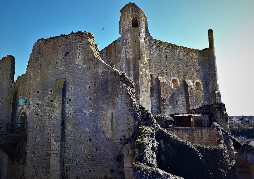 Jalan jalan di Perancis kota medieval Chauvigny