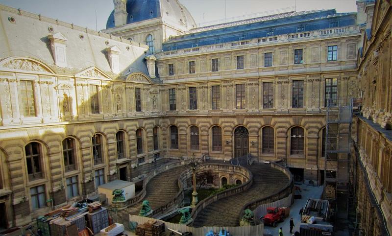 Kunjungi Mona Lisa di museum legendaris Le Louvre Paris
