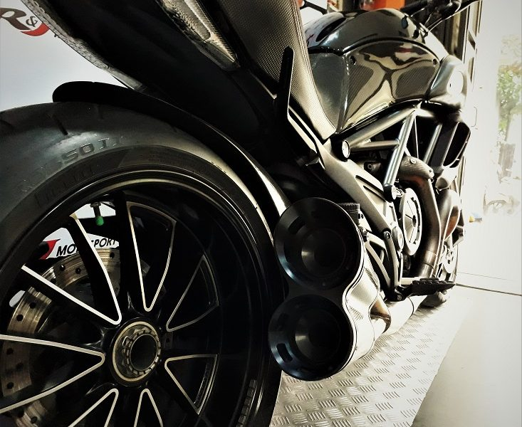 Ingat usia muda nyetir motor di Perancis di toko S&J Motorsports Bangka