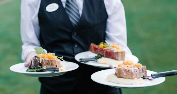 Langka Cara Pelayanan Meja Tamu di Restoran Mewah