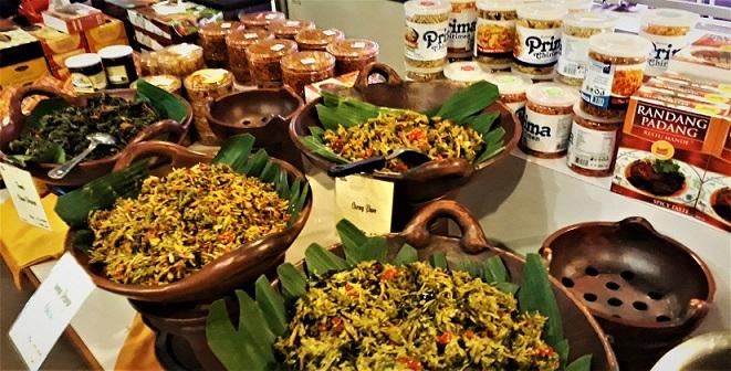 Jualan makanan buka puasa di supermarket Jakarta