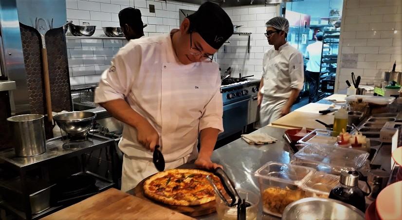 Makan Pizza di Changi Airport Singapura May 2018