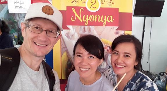 Jualan Bakso 2 Nyonya Pentol Super Pedas Pekan Raya Jakarta