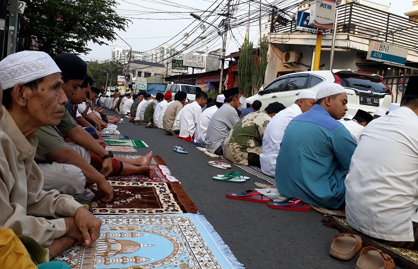 Sholat Id di tengah jalan Bangka hari Raya Idul Fitri ke 1439