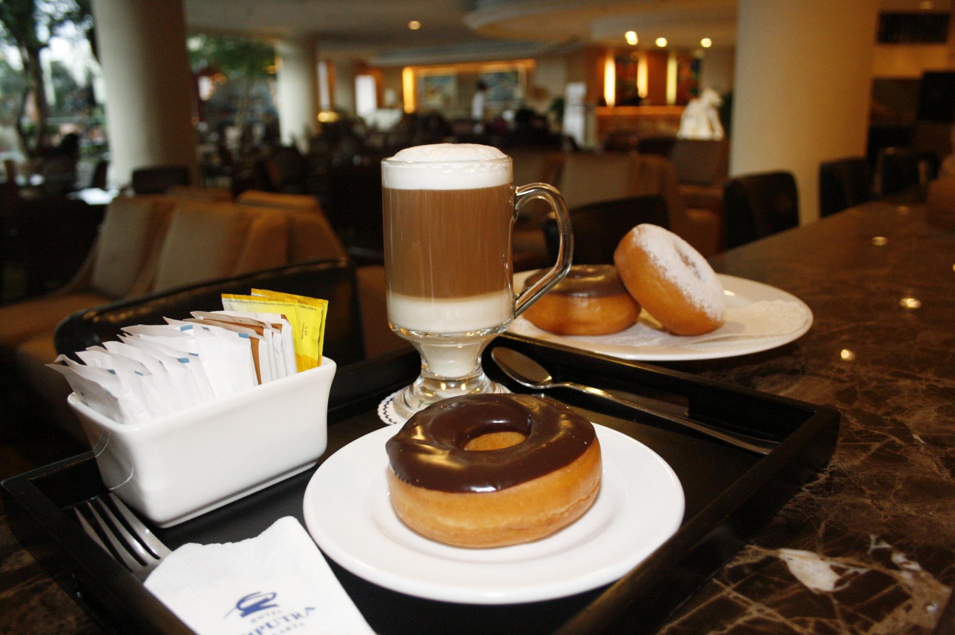Program Makanan Minuman di hotel berbintang untuk satu tahun