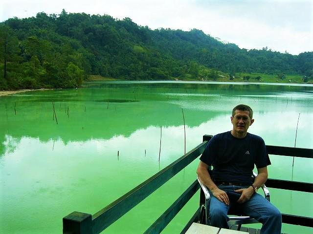 Danau Linow warna