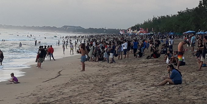 Kuta beach Bali busier