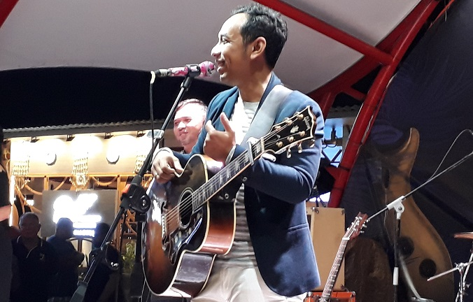 Wonderful Concert Pongky Barata at Lippo Mal Kuta Guitar Experience 2018